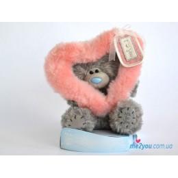 Мишка Тедди смотрит сквозь розовое сердечко (G01W2003)