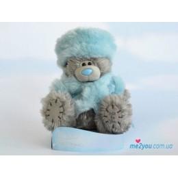 Мишка Тедди в голубом джемпере и меховой шапочке (G01W2001)