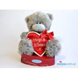 Мишка Тедди с сердцем-плакатом Hugs and kisses 18 см (G01W2040)